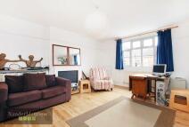 2 bedroom Flat in Severus Road...