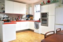 Flat to rent in Dumbarton Road, Brixton