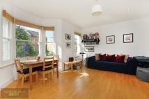 Flat to rent in Parkgate Road, Battersea
