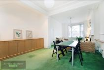 Flat in Knatchbull Road, Oval