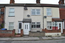 3 bed Terraced property in Crown Street West...