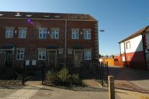 Town House to rent in Maybury Road off...
