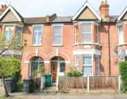 3 bedroom Apartment in Ravenshurst Avenue...