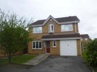 Detached property in Sykefield Close...