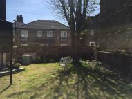 Flat to rent in Chesterton Road, London...