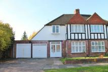 4 bedroom semi detached house to rent in Beechcroft Avenue...
