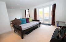 2 bed Flat in Chestnut Grove...