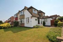 4 bedroom Detached house to rent in Motspur Park, New Malden
