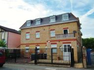 Flat to rent in Grafton Road, New Malden