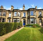 5 bed Terraced house in Victoria Terrace, Halifax