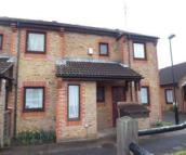 Ground Maisonette in Waterside Close...