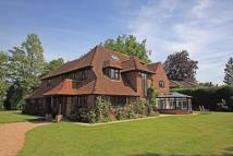5 bed Detached home in East Horsley
