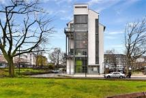 4 bedroom Flat in Bernhardt Crescent...