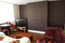 2 bed property to rent in Dunton Road, Romford, RM1