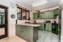 3 bedroom End of Terrace home in Clydesdale Road