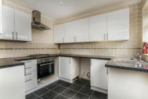 4 bedroom house in Swanbourne Drive, RM12