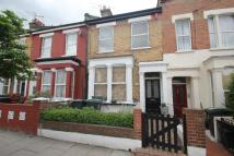 Flat to rent in Queens Road...