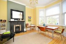 3 bedroom Flat in Burnt Ash Hill, Lee, SE12