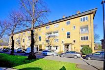 2 bed Flat to rent in Paynell Court...