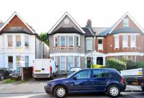2 bed Flat to rent in Culverley Road, Catford...