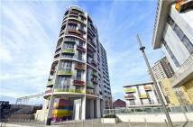 Flat to rent in Warton Road, Stratford