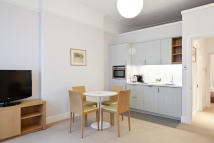 Flat to rent in Doughty Street, London...