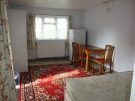 Studio flat in Moorhouse Road, Harrow...