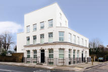 Apartment to rent in Grafton Road, London, NW5