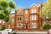 Apartment to rent in Heath Hurst Road, London...