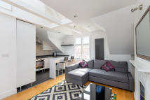 Apartment to rent in Agincourt Road, London...