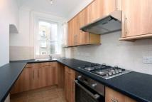 Flat to rent in Cleveland Street, London...