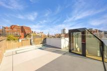 Greek Street Flat to rent