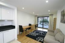 2 bedroom Flat in Chartfield Avenue, Putney