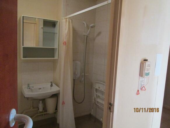 Bathroom with Walk i