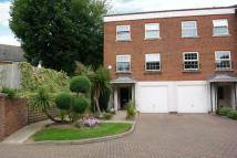 Town House in Thorne Close - Claygate