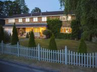 5 bed Detached property in High Foleys, Claygate...