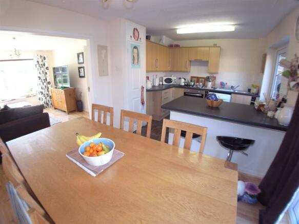 Foxwarren35.Kitchen1