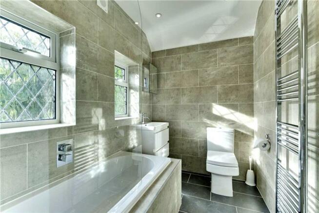 Meadway36.Bathroom.jpg