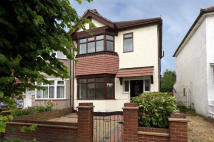 3 bed End of Terrace property to rent in Phyllis Avenue...