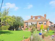 3 bedroom Detached Bungalow in Green Lane, Worcester...