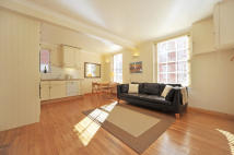 Flat to rent in Martlett Court, London...