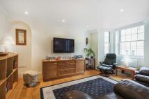 Flat to rent in Huntley Street, London...