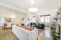 3 bedroom Flat in Newman Street, London...
