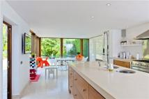 5 bed Detached home in Queens Road, Weybridge...