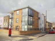 Flat to rent in Buxton Road, Stratford