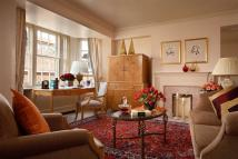 3 bed Serviced Apartments to rent in Hill Street, Mayfair, W1