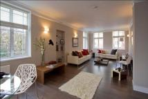 Flat to rent in Edwardes Square...