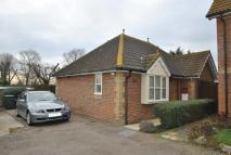 Detached Bungalow to rent in Wheatfields, Stambridge...
