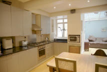 2 bed Flat to rent in de Vere Gardens, London...