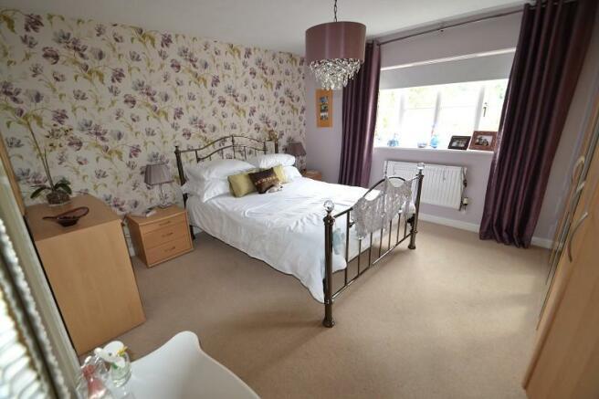Master bedroom with en-suite bath/shower room